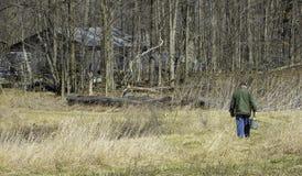 走到森林的人 免版税图库摄影