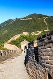 走在中国长城上 免版税库存图片