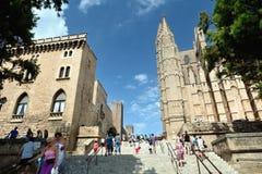 走在伯尔马de Majorca附近大教堂  库存图片