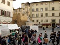 走在佛罗伦萨的Turists 免版税库存照片