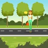 走在公园和使用智能手机对短信的消息,平的传染媒介例证的女孩 库存照片