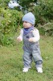 走在公园的11个月的婴孩年龄 库存图片