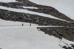 走在冰川在阿尔卑斯 库存照片