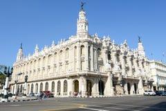 走在加利西亚宫殿前面的人们 免版税库存图片