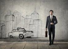 走在城市的生意人 免版税库存图片