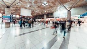 走在展览馆入口的拥挤人民4K UHD定期流逝  国际内部预映商展事件,商业商业acti 影视素材