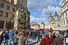 走在布拉格的人们 免版税库存图片
