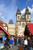 走在布拉格的人们 免版税库存照片