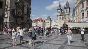 走在布拉格-捷克的人们 股票录像