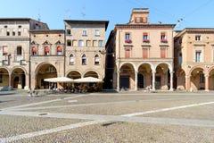 走在广场Santo斯特凡诺在波隆纳,意大利 免版税库存图片
