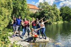 走在斯德哥尔摩,瑞典附近的青年人 库存图片