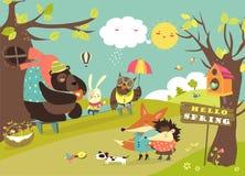 走在春天森林里的逗人喜爱的动物 库存图片