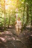 走在森林里 库存照片