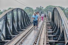 走在河Kwai的桥梁 库存图片