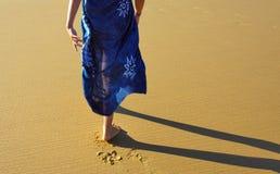走在海滩 库存图片