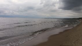 """走在海滩在GdaÅ """"sk波兰人海 免版税库存照片"""