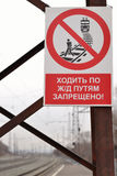 走在火车道路被禁止,特写镜头 免版税库存照片