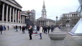 走在特拉法加广场-伦敦的人们-英国 影视素材