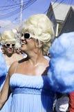 走在第37个每年Provincetown狂欢节队伍的扮装皇后在Provincetown,马萨诸塞 免版税库存图片