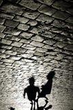 走在红场的人的阴影在莫斯科 库存图片