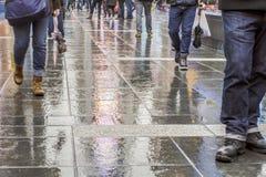 走在纽约在雨以后 免版税库存图片