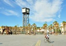 走在自行车的镇附近的老和年轻人 免版税库存图片