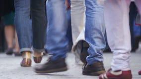 走在街道上的人群匿名人民 人群脚 影视素材