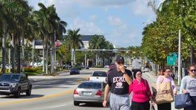 走在迈阿密海滩的人们 影视素材
