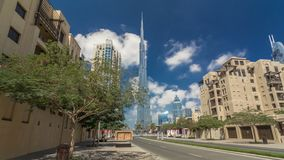 走在迪拜街道迪拜地平线timelapse hyperlapse 街市住宅和企业摩天大楼 影视素材