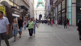 走在维也纳的人们 影视素材