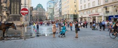 走在维也纳的人们 免版税图库摄影