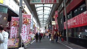 走在Dotonbori购物区附近的步行者在大阪,日本 股票视频