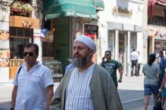 走在Istiklal街上的人们 免版税库存照片