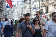 走在Istiklal街上的人们 免版税库存图片