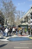 走在La兰布拉的人们,在巴塞罗那,西班牙 库存图片
