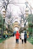 走在Tivoli庭院里的人们 免版税库存照片
