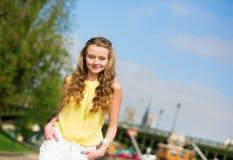 走塞纳河的女孩 库存照片