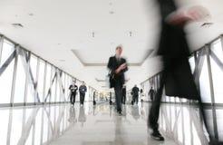 走廊人群移动 免版税图库摄影