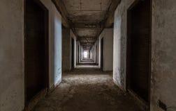 走廊或被放弃的大厦 免版税库存图片