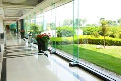 走廊现代办公室 免版税库存图片