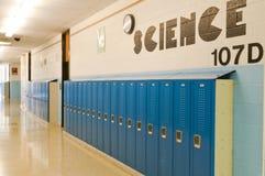 走廊衣物柜学校 免版税图库摄影