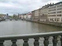 横跨河的桥梁 免版税库存照片