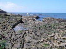 走沿在filey brigg东海岸约克夏的沿海道路 免版税库存照片