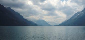走沿散步布里恩茨(Bernese阿尔卑斯),瑞士 免版税库存图片