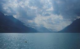 走沿散步布里恩茨(Bernese阿尔卑斯),瑞士 免版税库存照片
