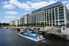 走沿河狂欢乘小船在柏林 库存图片