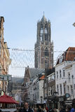 走沿街道的人们在乌得勒支,荷兰的历史的中心 图库摄影