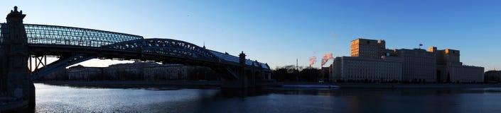 走的桥梁在莫斯科 免版税库存照片