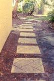 走的砖道路下来 免版税库存图片