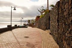 走的街道在Puerto del卡门,兰萨罗特岛海岛 免版税库存照片